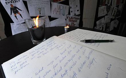 """In einem """"Buch der Gedanken"""" können Fans ihre Erinnerungen an Robert Enke niederschreiben."""