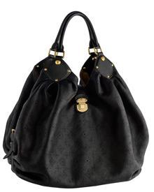 Die französische Luxusmarke kommt mit der Produktion, etwa beim Bestseller Mahina-Bag (2450 Euro), kaum nach. Auch das hochwerti
