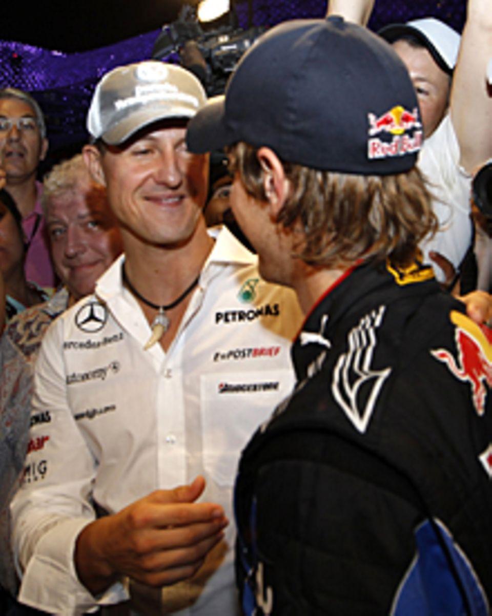 Auch Sebastian Vettels Idol Michael Schumacher gratulierte nach dem Rennen in Abu Dhabi.