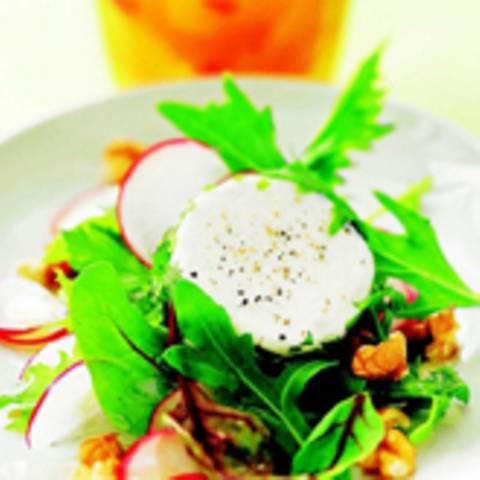 Salat mit Ziegenkäsetalern