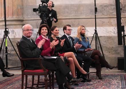 Die königliche Familie tritt geschlossen beim Weltkinder- und Jugendforum auf, dessen Gastgeber sie in Stockholm ist.