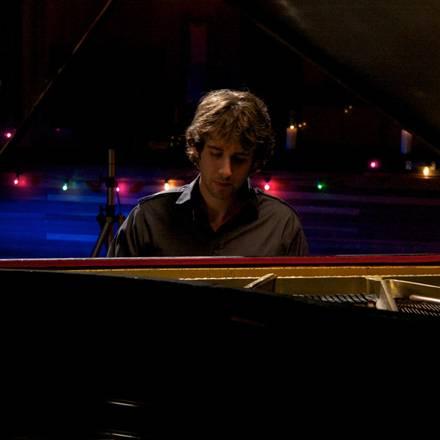 """Der 29-Jährige Sänger hat an elf der insgesamt dreizehn Songs des Albums """"Illuminations"""" als Co-Texter mitgewirkt."""