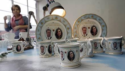 Williams und Kates Konterfei ist mittlerweile auf zahllosen Souvenir-Artikeln zu bewundern.