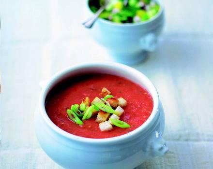 Gazpacho ist nicht nur die perfekte Erfrischung im Sommer, es sättigt auch.