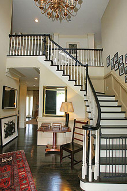 Zuhause bei Sängerin Sheryl Crow: Im Eingangsbereich fällt der Blick auf eine pompöse Treppe.