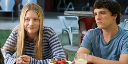 Sie stellen Fragen und wollen Antworten: Joni (Mia Wasikowska) und Laser (Josh Hutcherson). All Right.
