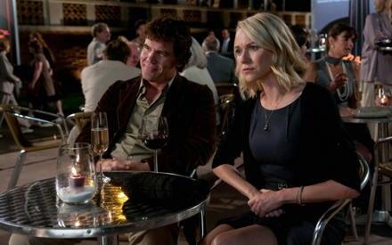 Josh Brolin und Naomi Watts überzeugen als unglückliches Londner Ehepaar.