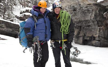 Jessica Schwarz mit ihrem Trainer beim Eiswand-Klettern in Kanada.