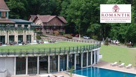 Das Hotel bietet Ihnen im Haupthaus 9 romantische und raffinierte Zimmer an. Dort können Sie sich zurücklegen, um in diesem klei