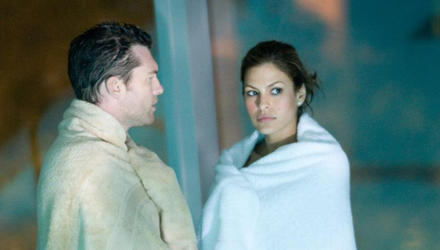 """Eva Mendes hat den sexten Sinn. In """"Last Night"""" bringt sie Sam Worthington in Gewissensnöte. Könnte aus dem Bad im Hotel-Pool me"""