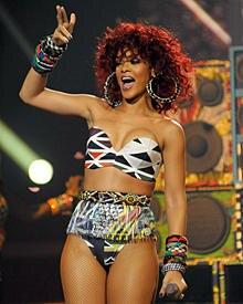 """Beim britischen """"X Factor""""- Finale sorgte Rihannas Outfit für einen Skandal."""