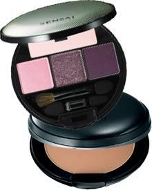 Violettes Quartett für die Augen und Foundation von Sensai. Die japanische Luxusmarke lässt sich bei der Farbgebung ihrer dekora