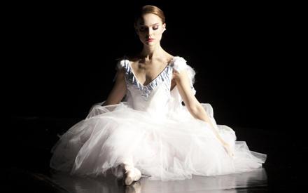 Natalie Portman tanzt sich als Ballerina Nina Sayers an ihre psychischen und physischen Grenzen.