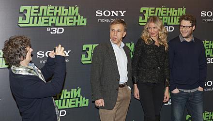 Christoph Waltzs ironische Art kommt an, wie hier bei Regisseur Michel Gondry, Cameron Diaz und Seth Rogen während der Premieren