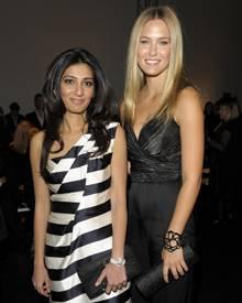 Bar Rafaeli (rechts) zusammen mit Escada-Eigentümerin Megha Mittal (links) auf der Fashionweek in Berlin.