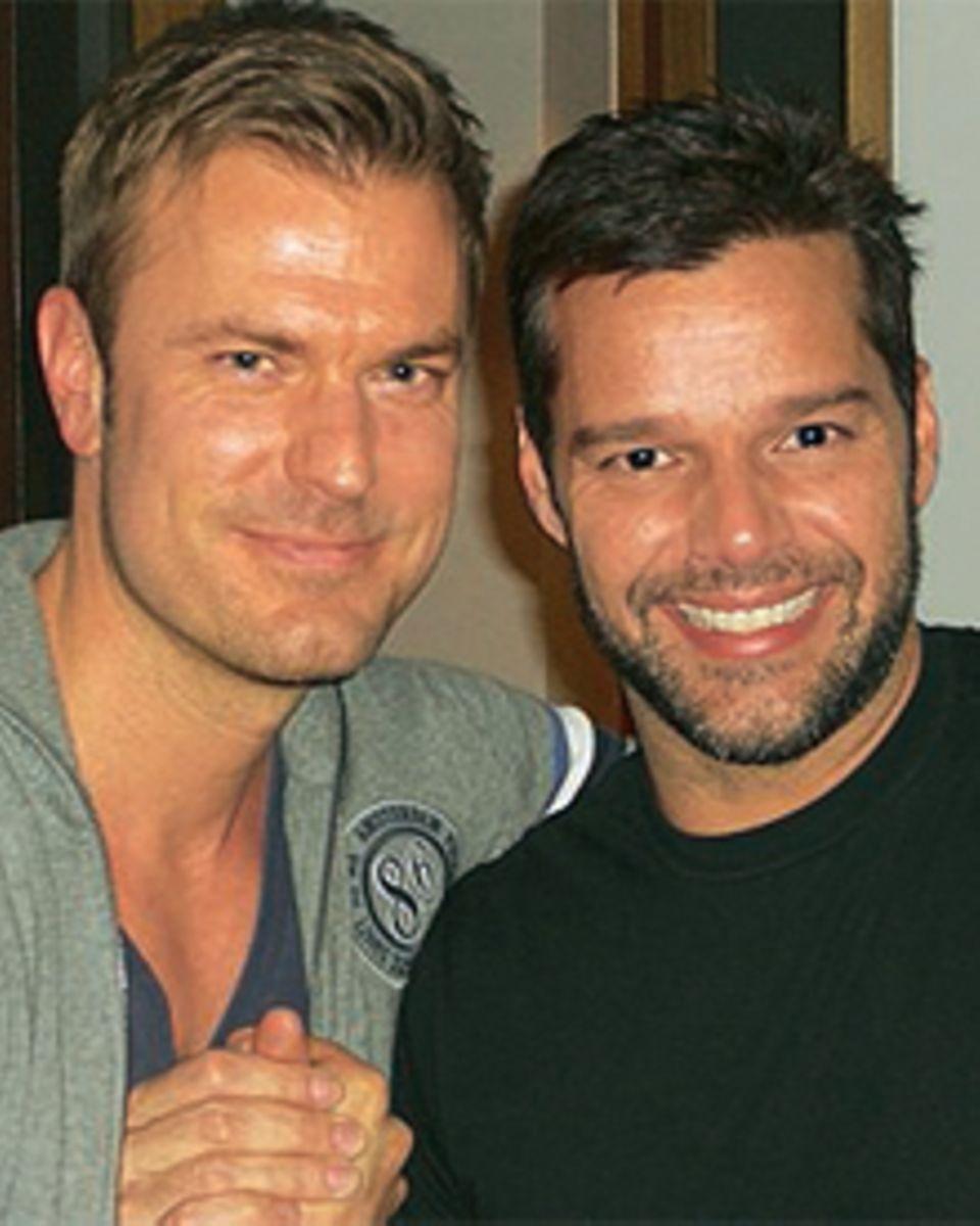 GALA-Redakteur Alexander Nebe mit Ricky Martin in Madrid. Während des Interviews blieb das Fenster offen - trotz Bibberkälte tru