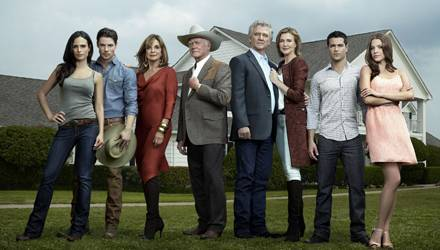 """""""Dallas"""" im neuen Look: Ein paar bekannte Gesichter sind wieder dabei."""