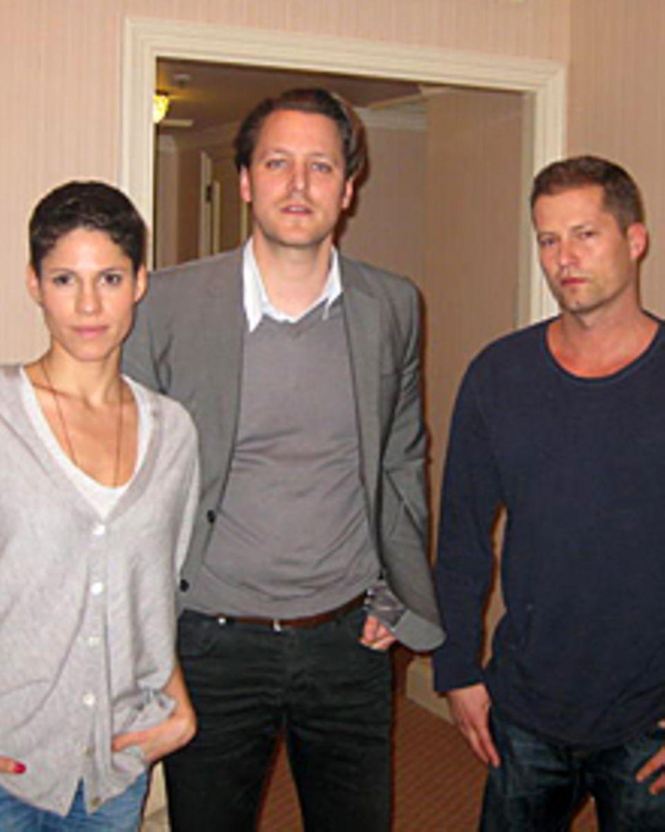 GALA-Chefreporter Hauke Herffs beim Interview mit Til Schweiger und Jasmin Gerat in Berlin