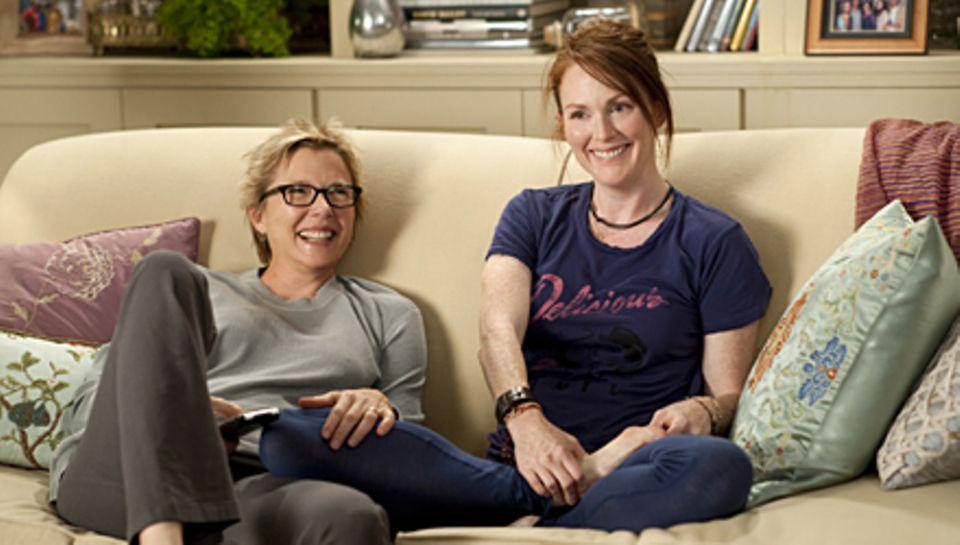 """Happy together: Annette Bening und Julianne Moore spielen in """"The Kids Are All Right"""" ein lesbisches Paar."""