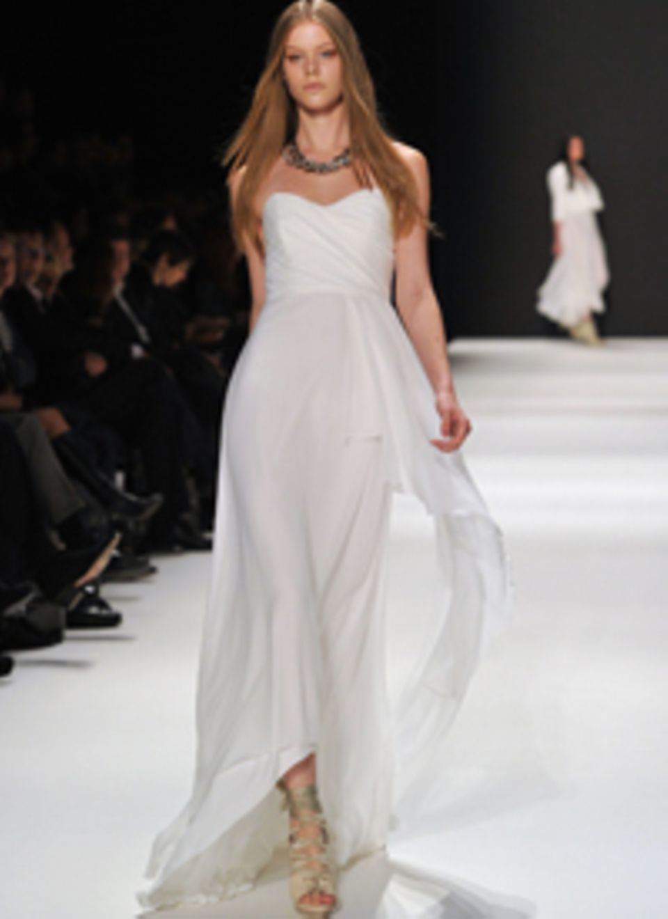 Highlights aus Fashion und Beauty für die Hochzeits-Saison 2012 in der GALAwedding: Gewinnen Sie mit Glück das Couture-Brautklei
