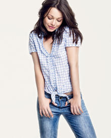 Die neue Kampagne mit Cosma Shiva Hagen wird ab Frühjahr 2011 mit Anzeigen in der Mode- und Lifestylepresse gezeigt.