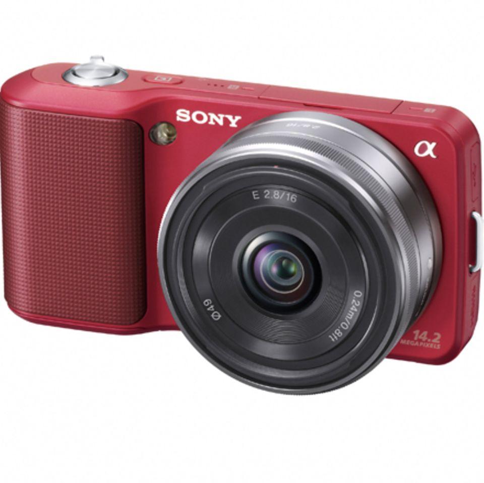 Die Sony NEX-Generation verbindet die Vorzüge einer Kompaktkamera mit denen einer Spiegelreflexkamera. Das elegante Modell überz