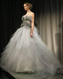 Marchesa-Kleider sind nicht zuletzt wegen ihres pompösen Designs bei vielen Stars beliebt.