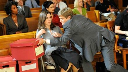 """Alicia Florrick (Julianna margulies) muss sich in """"The Good Wife"""" vor Gericht vor jungen Kollgen wie dem ehrgeizigen Cary Agos ("""
