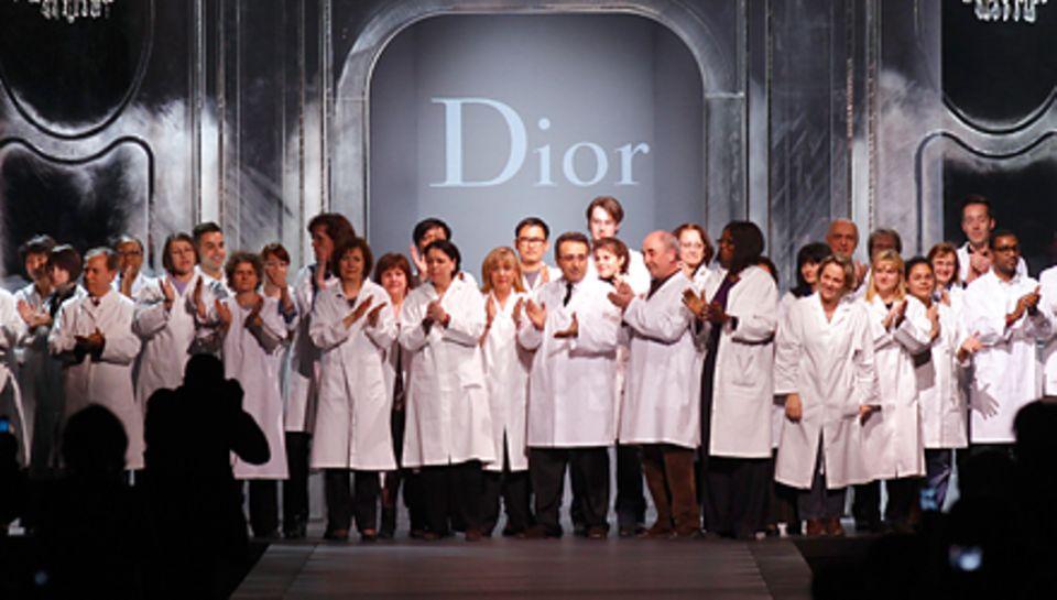Ungewöhnliches Schlussbild bei Gallianos letzter Dior-Schau vergangenen Freitag im Pariser Rodin-Museum: Der Designer war nicht