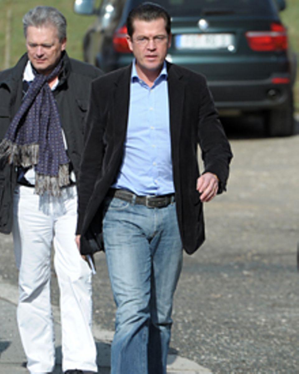 Karl-Theodor zu Guttenberg, 39, verabschiedete sich in Jeans und Sakko aus der Politik.