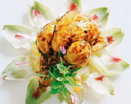Stubenküken mit Bohnenpaste und Artischockengemüse