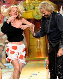 """Seit 2009 moderiert Michelle Hunziker neben Thomas Gottschalk """"Wetten, dass..?"""". In der März-Show zeigte sie sich nach verlorene"""