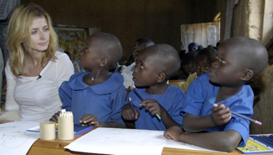 Unterstützung vor Ort: Eva Padberg besuchte während einer Projektreise eine Grundschule in Ruanda.