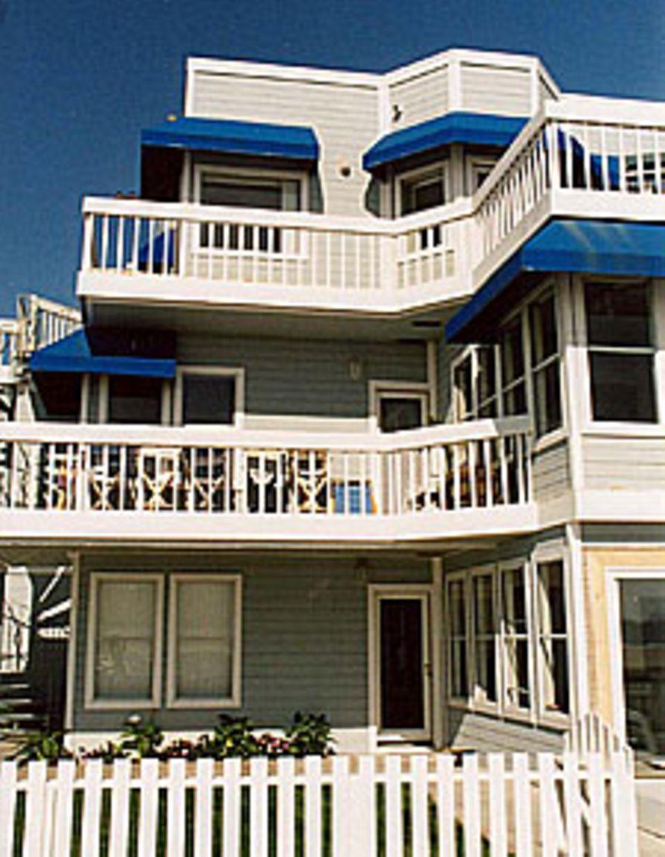 Fans können sich bestimmt noch gut an das schöne Strandhaus von Donna Martin und Jennie Garth erinnern.