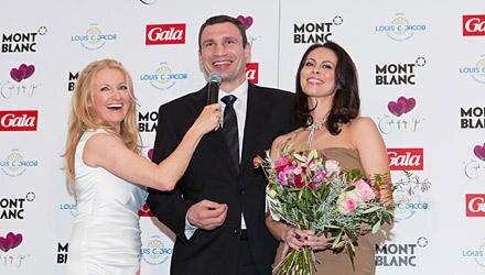Das strahlende Paar mit Moderatorin Frauke Ludowig bei der Preisverleihung in Hamburg: Natalia (trug Montblanc-Schmuck für eine