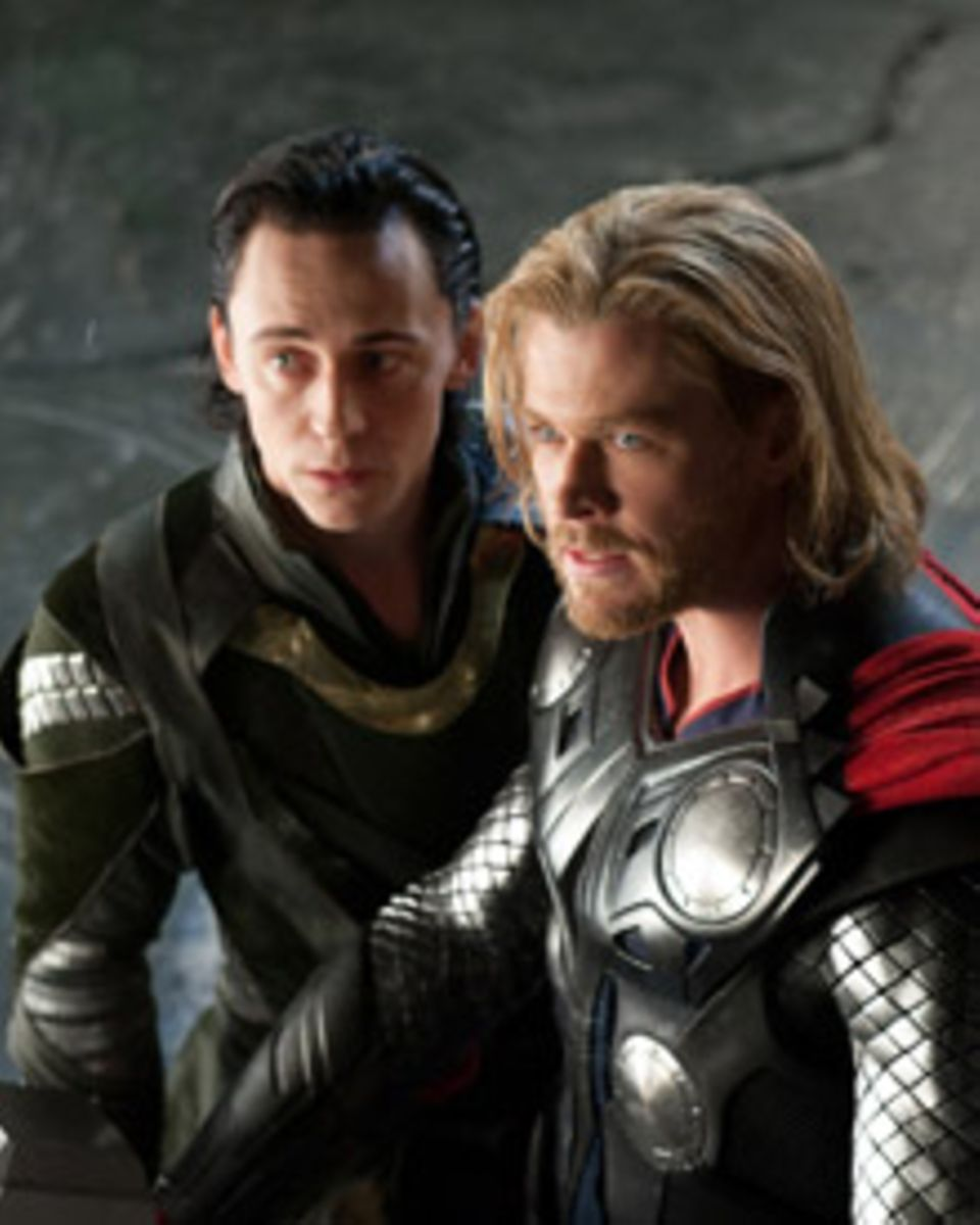 Brüder im Clinch: Loki,(Tom Hiddleston, rechts) und Thor (Chris Hemsworth) sind sich nicht sehr ähnlich.