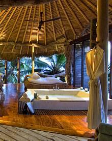 Natur pur: Das Interieur ist vorwiegend aus heimischen Naturmaterialien wie Bambus, Sisal, Holz und Granit. Die Meeresbrise weht