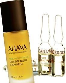 """Das Nachtserum """"Time to revitalize extreme"""" von Ahava enthält straffende Wirkstoffe von 17 robusten Pflanzenarten (30 ml, ca. 62"""