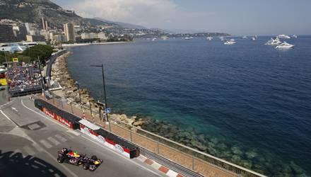 Fürstentum Monaco: Direkt an der Küste vorbei führt die Rennstrecke in Monte Carlo und auch die Zuschauer sind besonders nah dran am Renngeschehen.