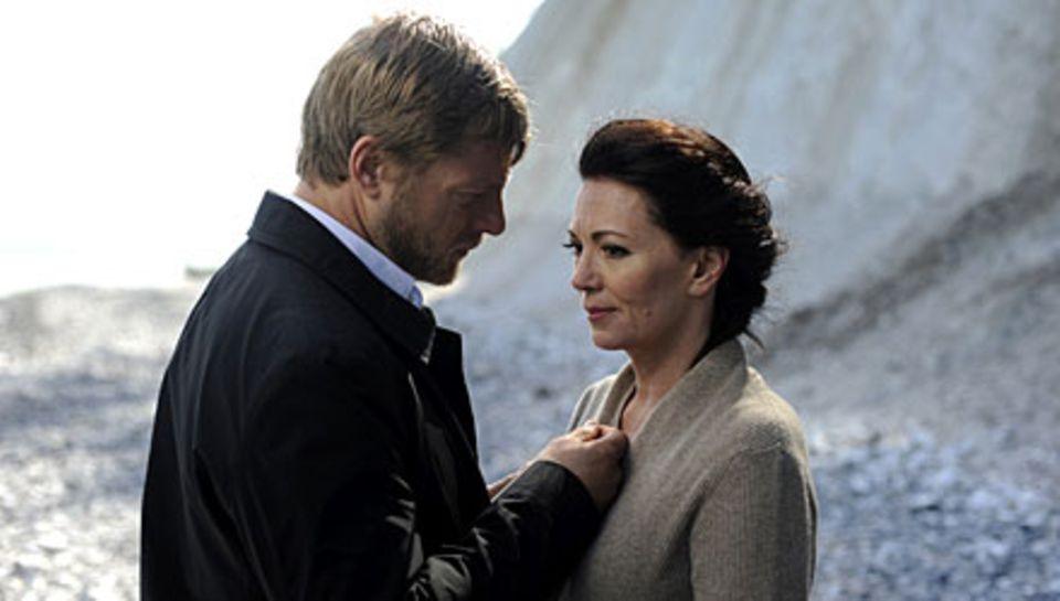 """In """"Niemand ist eine Insel"""" spielt Iris Berben (hier mit Henning Baum) eine Filmdiva, die die Kontrolle über ihr Leben verliert"""