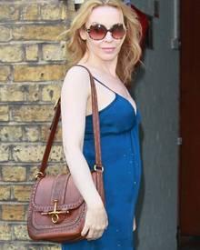 """Hippie de luxe: Kylie Minogue mit ihrer """"Snaffle Bit"""" von Gucci (2500 Euro)"""