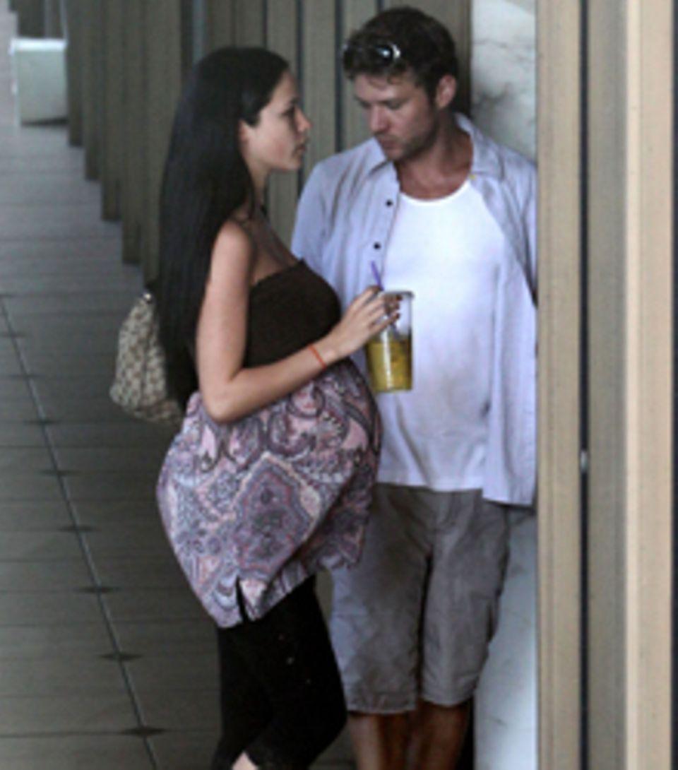 Ryan Phillippe begleitet seine sichtlich schwangere Exfreundin Alexis Knapp zu einem Arzttermin in Los Angeles.