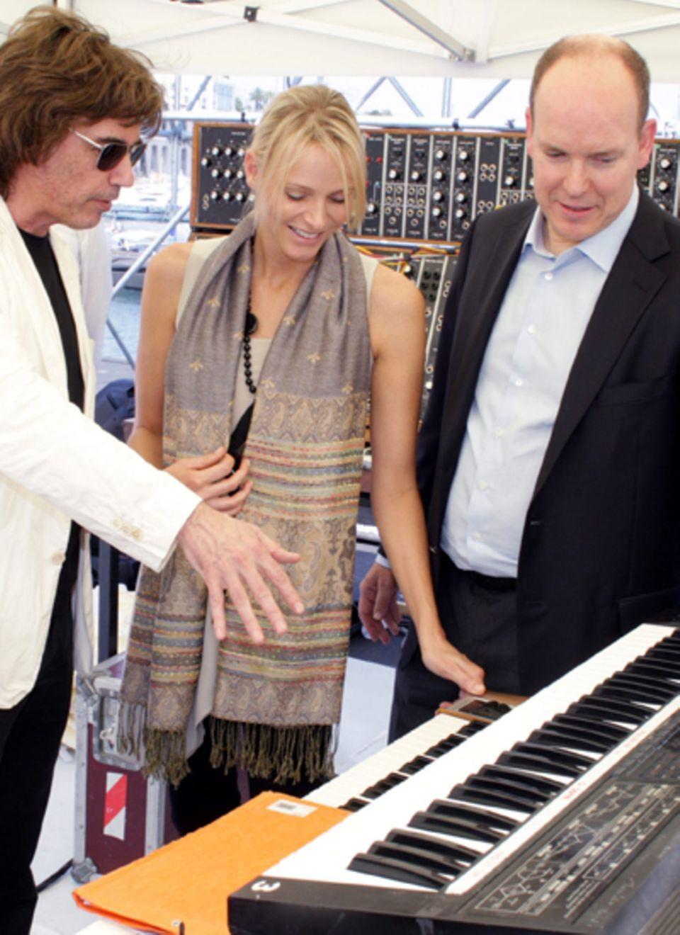 Musiker Jean Michel Jarre spricht mit Charlene Wittstock und Fürst Albert II. über das Hochzeitskonzert.