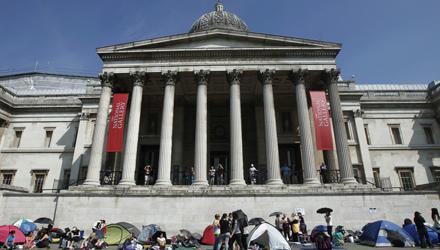 """Die fans sind schon da: In Zelten warten sie auf dem Trafalgar Square in London auf die """"Harry Potter""""-Stars."""
