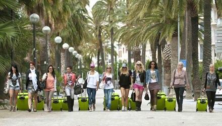 """In Barcelona musste sich die elf Teilnehmerinnen einigen Challenges stellen. Dem """"Sommermädchen 2011"""" winken ein Auto, 100.000 E"""