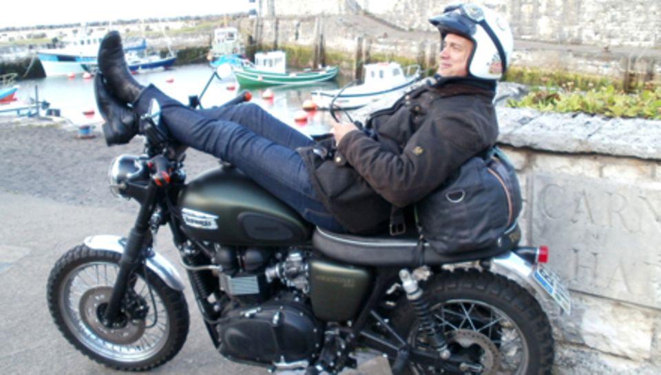 Ralf bauer erkundet des Nordwesten Nordirlands und gönnt sich zwischendurch eine Pause.