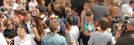 """""""Bitte ein Interview!"""": Die Gewinnerin des Nachwuchsawards """"Designer for Tomorrow"""" Alexandra Kiesel erzählt beschwingt von den E"""