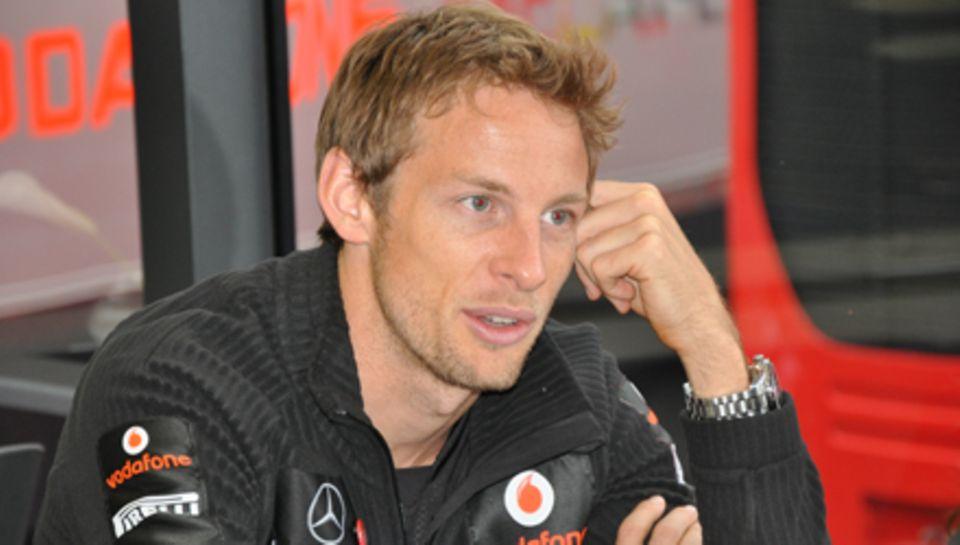 Jenson Button beim entspannten Gespräch mit Gala.de.