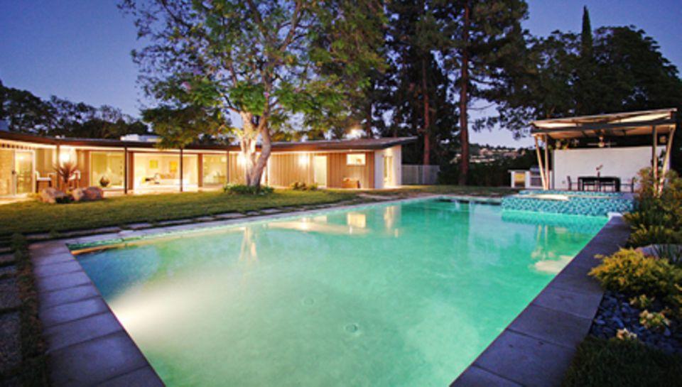 Ein großer Pool mit Terrasse: Hier kann sich Miley Cyrus nach anstrangenden Auftritten in Zukunft entspannen.