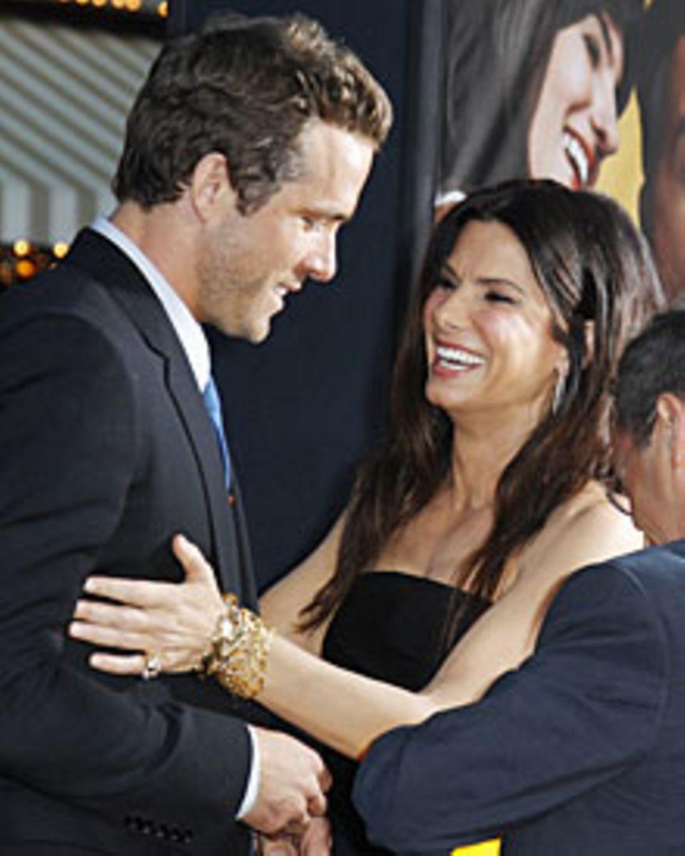 """Sandra Bullock begleitete Ryan Reynolds in Los Angeles zur Premiere seiner neuen Komödie """"Wie ausgewechselt"""". Ihre Zuneigung sei"""